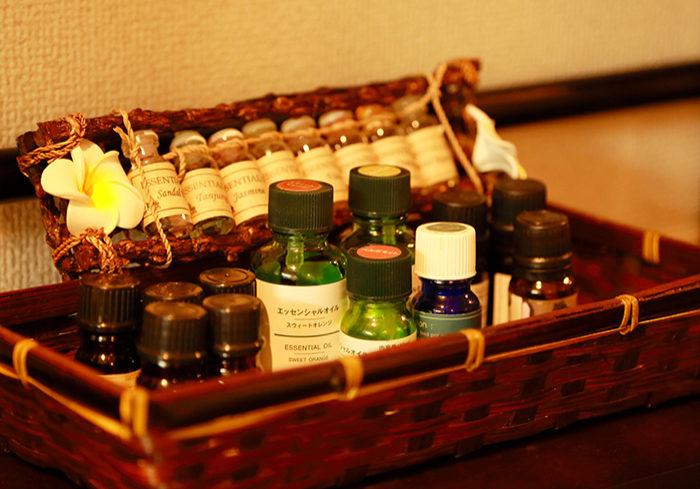 アロマオイルの入った様々な瓶
